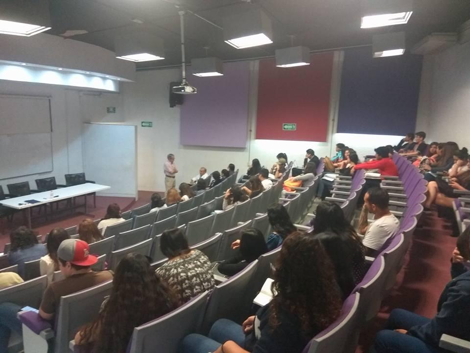 Alumnos asistentes al curso en el auditorio Benito Juárez