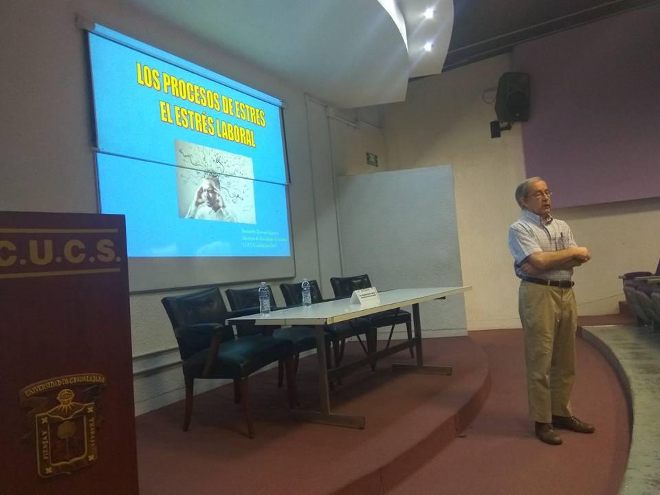 Dr. Bernardo Moreno hablando sobre el estrés
