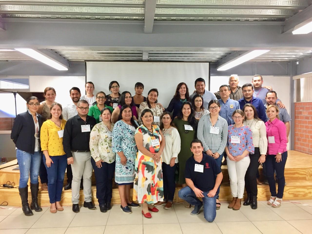 Foto grupal de talleristas y psicólogas del CUCS