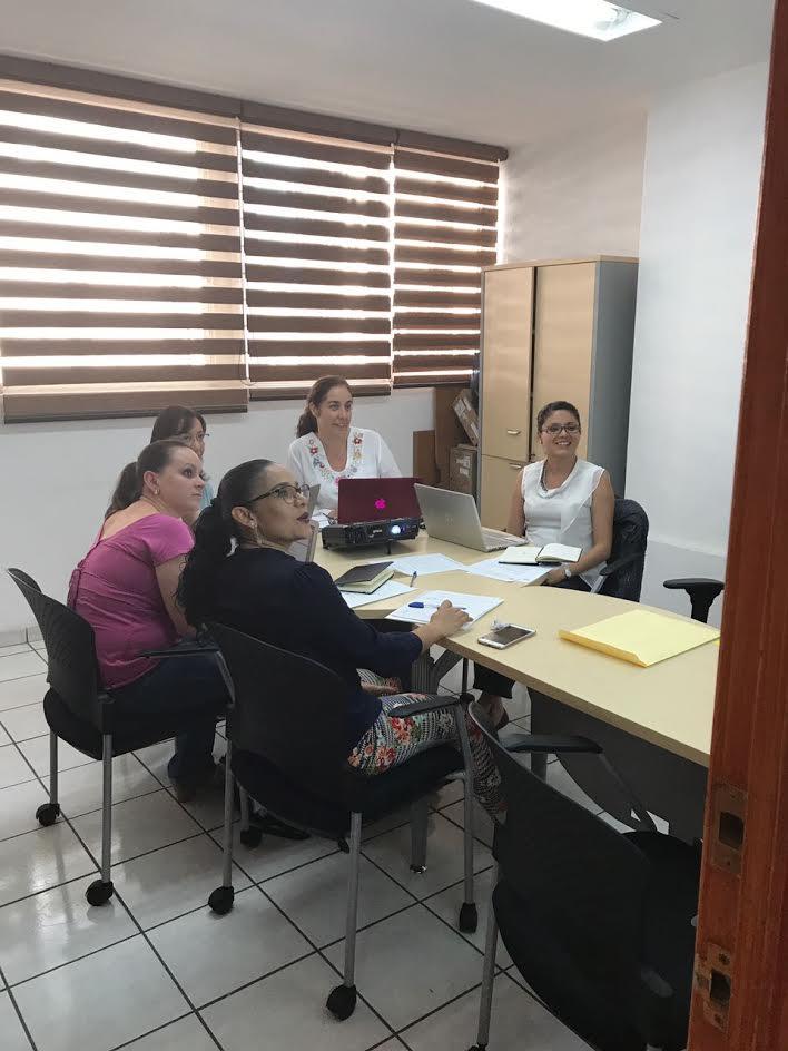 docentes del doctorado en sesión de trabajo