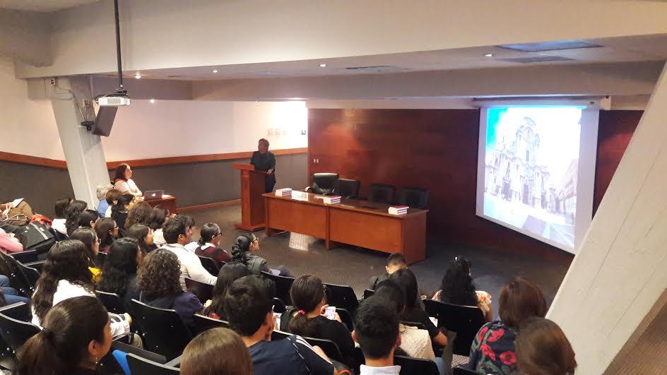 Alumnos del doctorado en evento del Auditorio de Patología