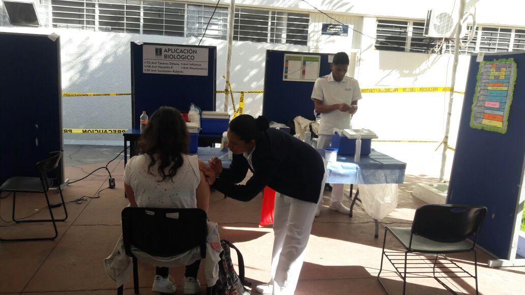 Módulo de vacunación en Feria de la Salud en CUCS