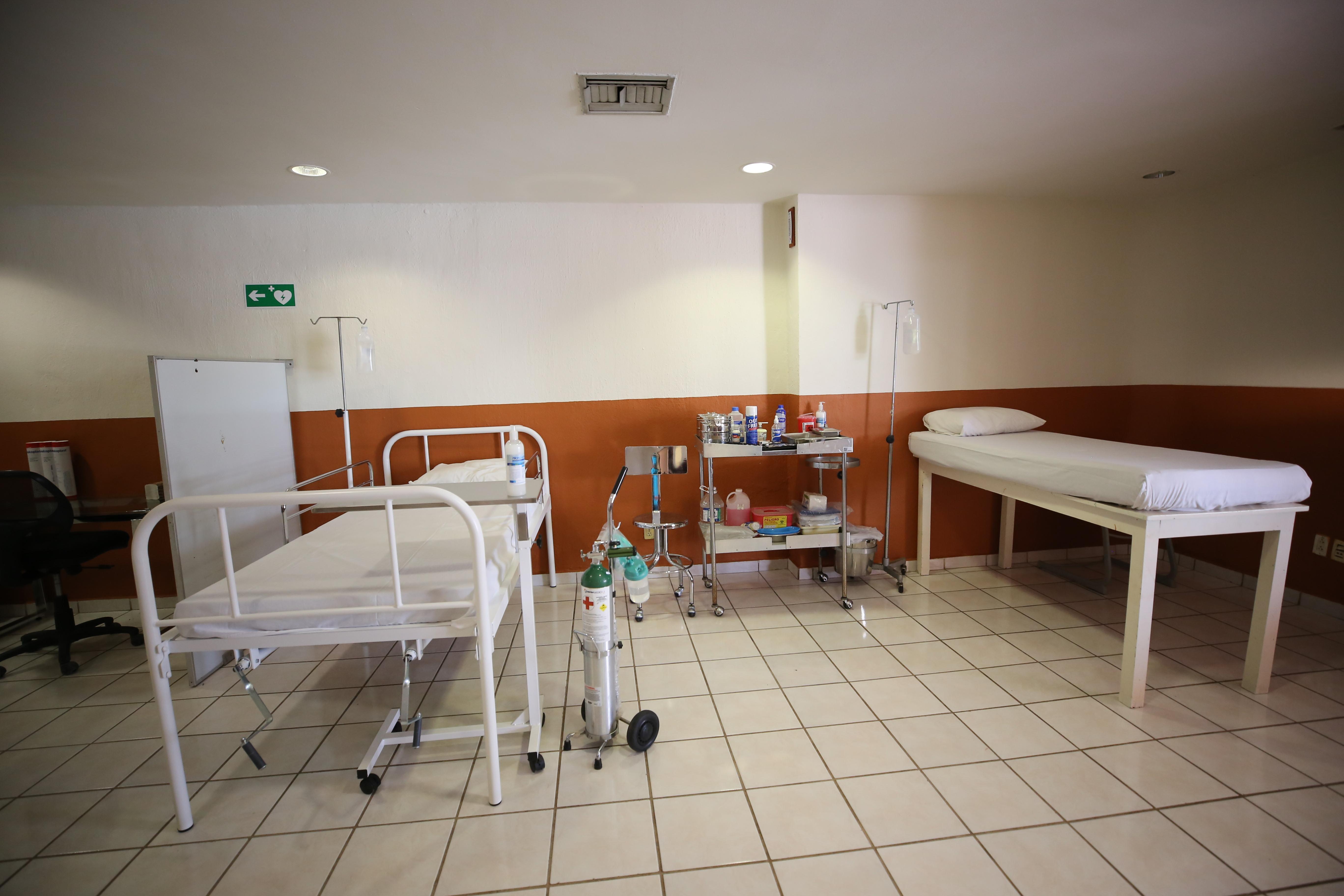 Habilitación de espacios con camas de hospital y oxígeno
