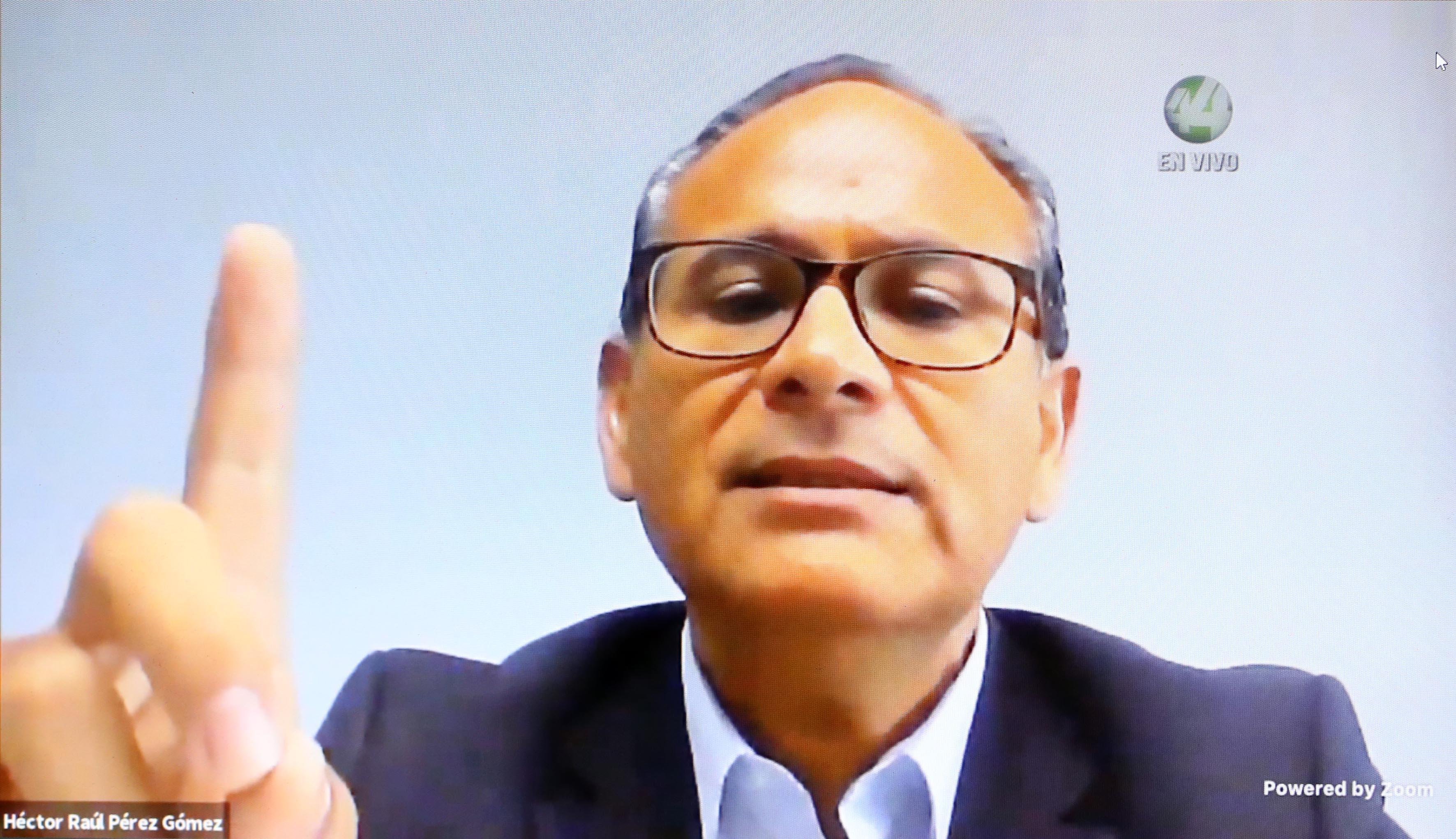 Dr. Héctor Raúl Pérez Gómez, Directivo del CUCS participante en el Webinar, imagen tomada de la transmisión por Zoom