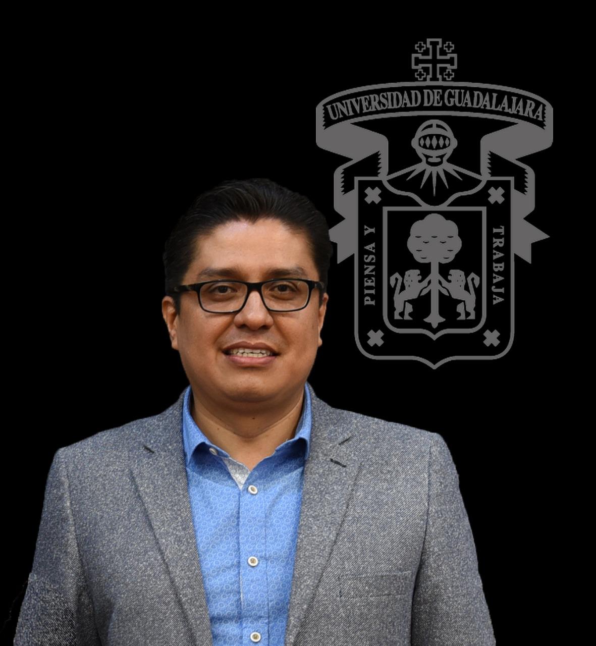 Dr. Francisco Muñoz Valle, posa para la foto como nuevo rector del CUCS