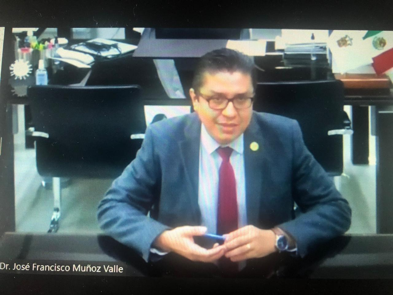Captura de pantalla del rector impartiendo conferencia