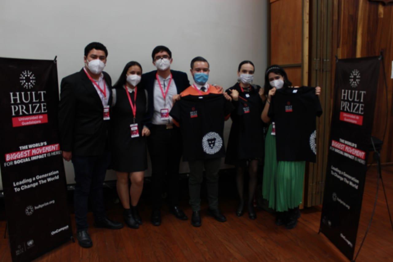 Equipo ganador y equipo organizador al final de la premiación.
