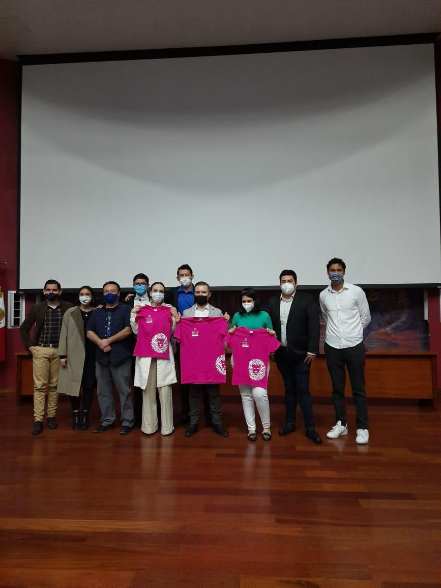 Foto grupal equipo ganador